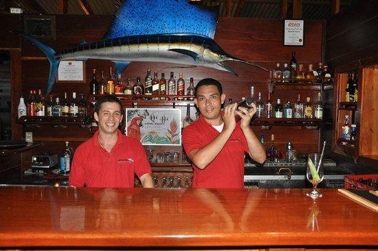 Aguila de Osa Inn: The bar men