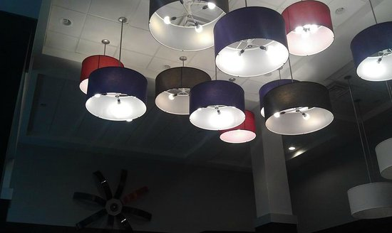 Holiday Inn Express & Suites Columbus-Polaris Parkway: Ceiling Lighting in the breakfast bar area.
