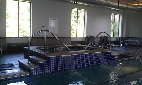 Holiday Inn Express & Suites Columbus-Polaris Parkway: Hot tub.