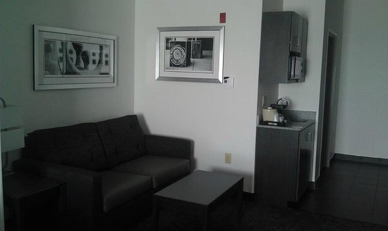 Holiday Inn Express & Suites Columbus-Polaris Parkway : Sleeper sofa.