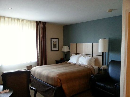Candlewood Suites - Oklahoma City: bedroom