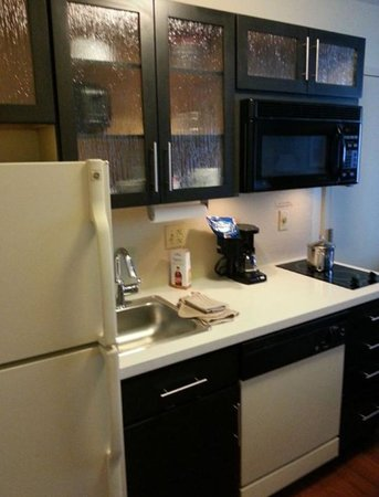 Candlewood Suites - Oklahoma City: kitchen