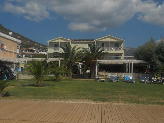 Neilson Cosmos Beachclub : view of hotel from the beach