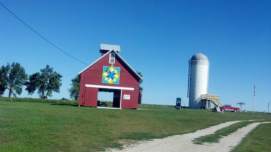 Sibley, IA: Buildings on Hawkeye Point