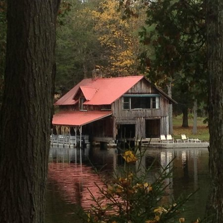 Covewood Lodge: The boathouse