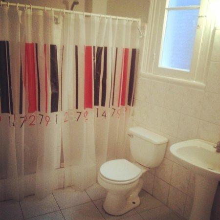 Hostal Jacaranda: baño 1-A
