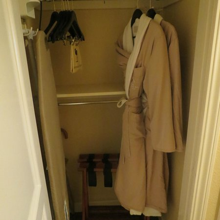 Bodega Bay Lodge: Robes!!