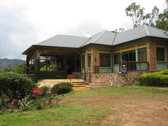 Silverback Lodge: Front