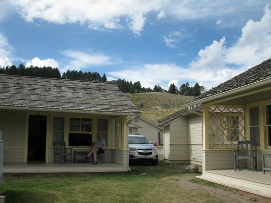 Cozy cabin picture of mammoth hot springs hotel cabins for Cabins in wyoming near yellowstone