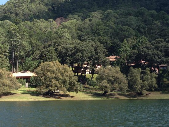 Sierra Lago Resort & Spa: View from the lake of the cabins