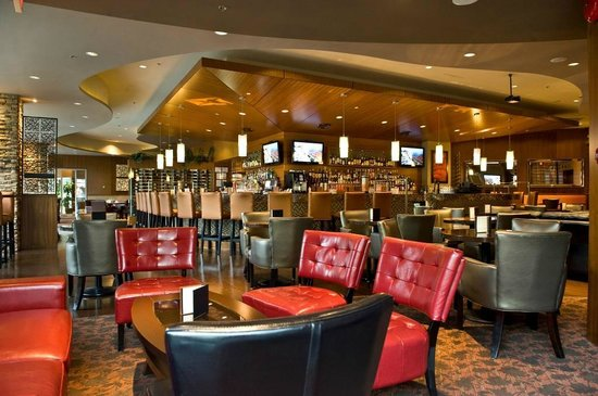 BEST WESTERN PLUS Chateau Granville Hotel & Suites: The Edge Social Grille & Lounge