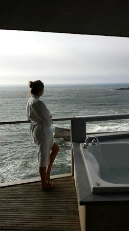Channel House: private balcony at sunset - whales off shore!
