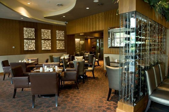 BEST WESTERN PLUS Chateau Granville Hotel & Suites: The Edge Social Grille & Lounge - restaurant