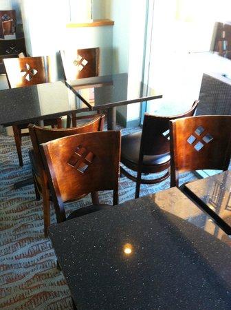 Ocean Park Inn: breakfast tables