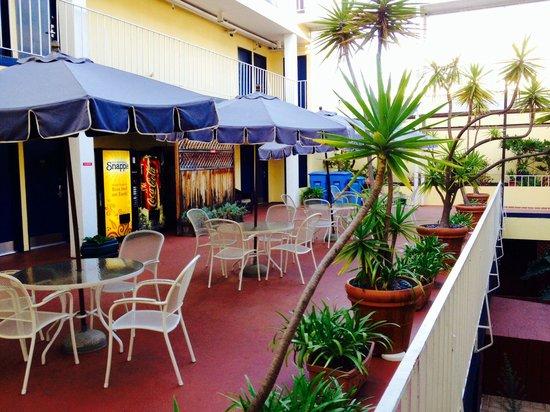 Oasis Inn: p