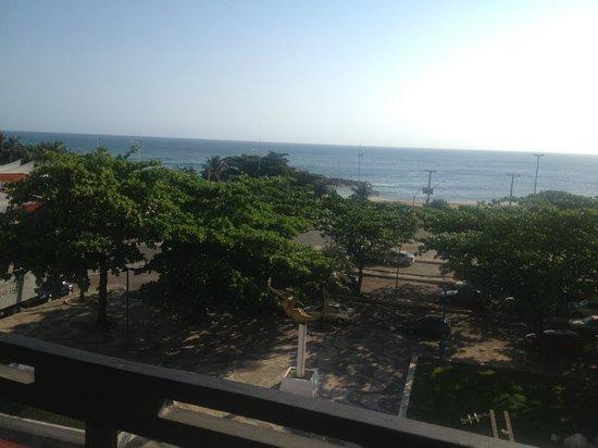 Bahia Park Hotel : Vista da área da piscina do hotel (Bahia park)