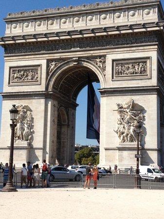 Sofitel Paris Arc de Triomphe: 3 minute walk from hotel