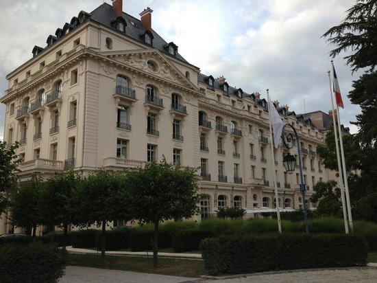 Entry to the hotel picture of trianon palace versailles a waldorf astoria hotel versailles - Hotel trianon versailles ...