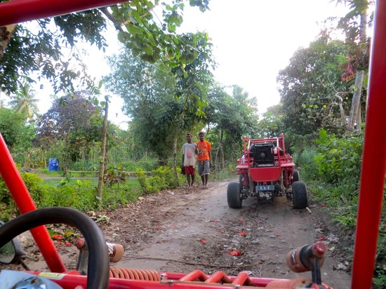 Buggy Fun Rentals : Driving through the villages