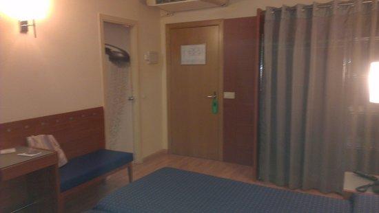 Hotel J. Balmes Vic : Habitación (detalle)