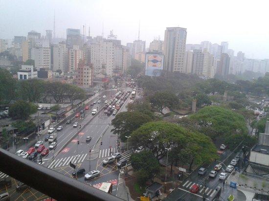 Mercure Sao Paulo Paraiso: Vista para as Avenidas Bernadino Campos e Vergueiro.
