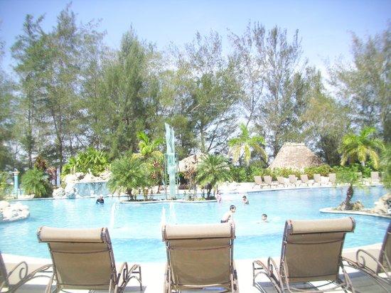 La Ensenada Beach Resort & Convention Center : las pisinas son de marabilla