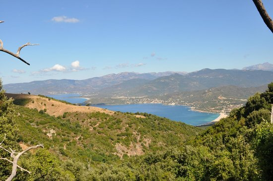 Corsic'adventure: Vue sur la magnifique place de la Liscia