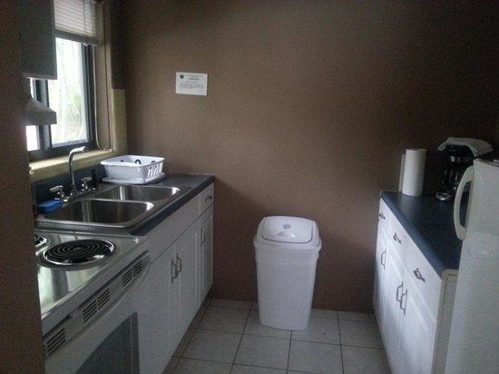 Granada Inn : full kitchen room 1