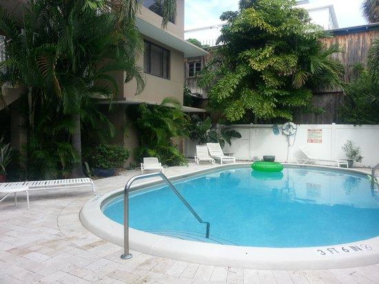 Granada Inn: pool at the Granada