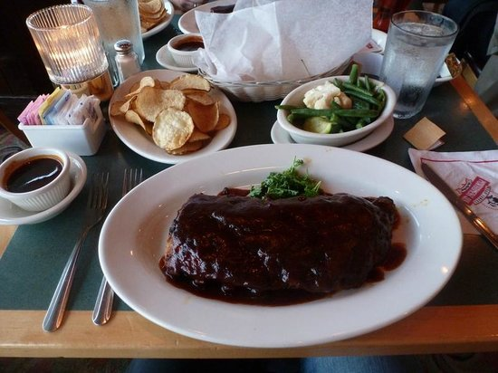 Montgomery Inn at the Boathouse : Ribs with Kentucky fries and veggies