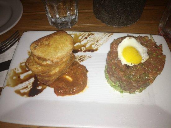 Tiki's Grill & Bar: Ahi tar tar