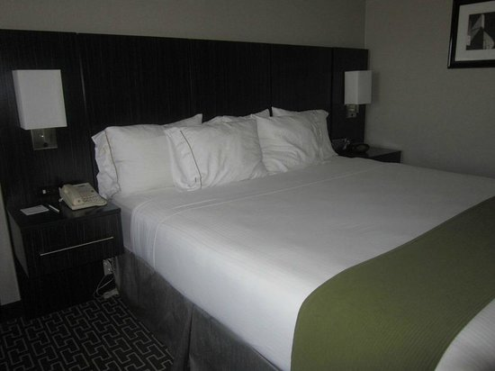 Holiday Inn Express Lancaster: bed