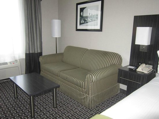 Holiday Inn Express Lancaster: sitting area
