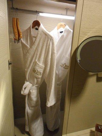 Gloria Golf Resort: Bathrobes provided