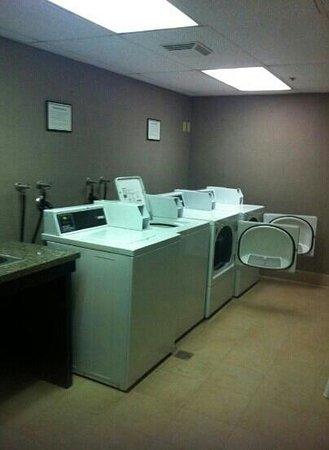 Crowne Plaza Redondo Beach & Marina: The Laundry Room
