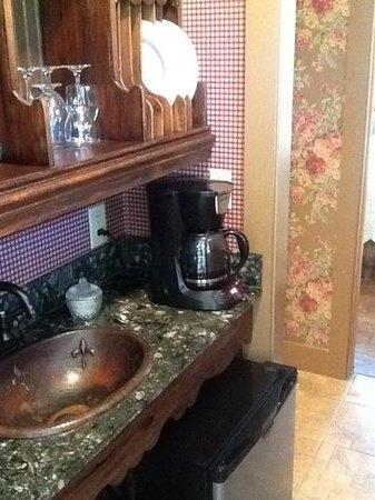 Roseville Bed and Breakfast : hallway kitchen