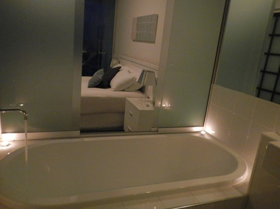 Reflection on the Sea: main ensuite/bedroom