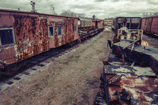 Heart of Dixie Railroad Museum: decaying trains