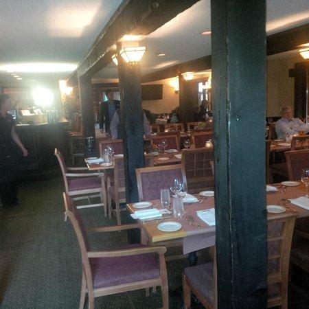 Steamers Steakhouse & Bar: steamers indoors
