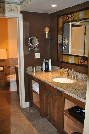 The Wort Hotel: bath area grand teton suit