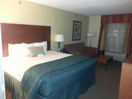 La Quinta Inn & Suites Dothan : Bed Area