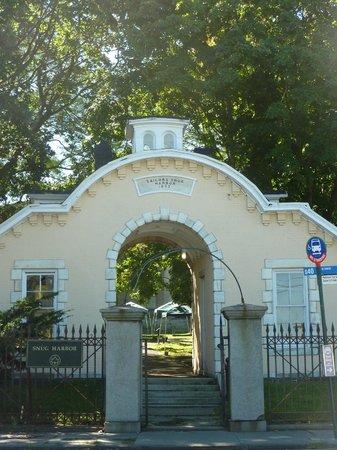Snug Harbor Cultural Center : enter
