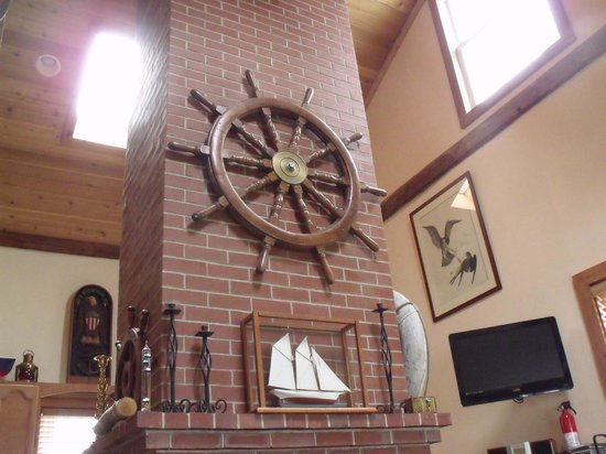 The Moorings Inn Waterfront : Fireplace