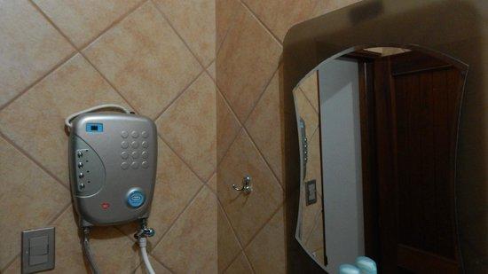 Cerro Verde Hotel: baño con ducha electrica