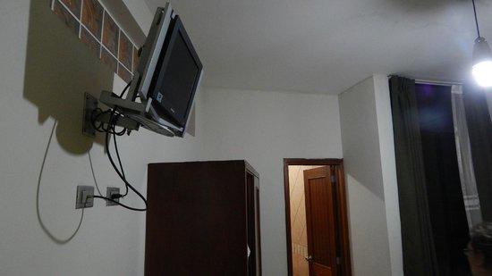 Cerro Verde Hotel: tv y closet