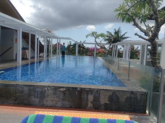 BEST WESTERN Kuta Beach: the poolside view