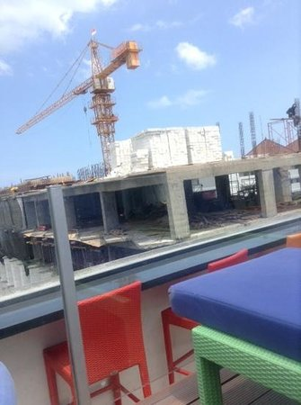 BEST WESTERN Kuta Beach: the construction activity next door