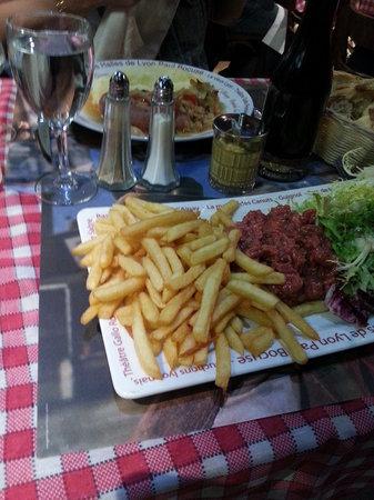 Resto Halle : Steak tartare, very spicy