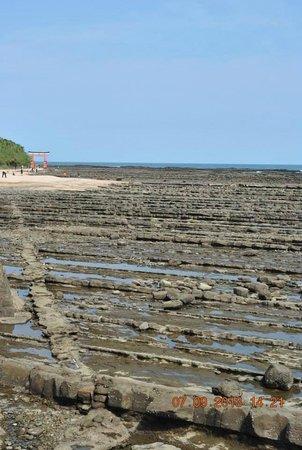 Aoshima Island: rock formation around the island