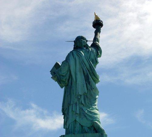 Foto de estatua de la libertad nueva york la espalda for Interior estatua de la libertad